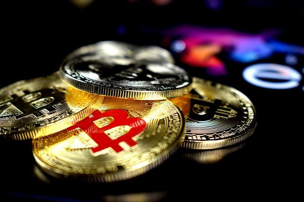 Mainstream Players' Foray Into Bitcoin Casino Bandwagon
